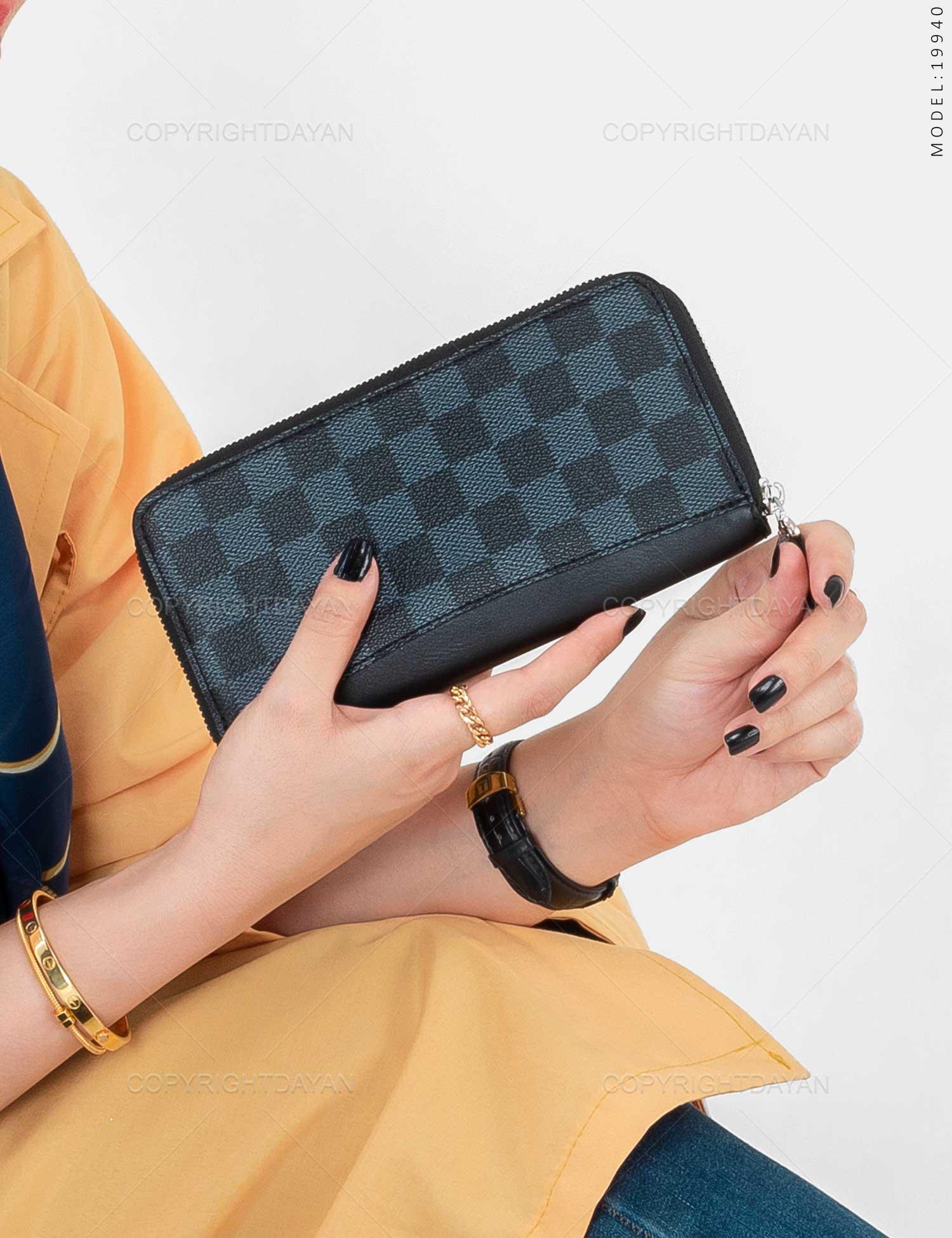 ست سه تیکه زنانه Louis Vuitton مدل 19940 ست سه تیکه زنانه Louis Vuitton مدل 19940 189,000 تومان